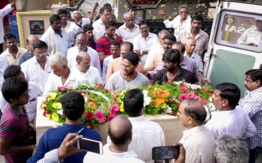 Prudhvi Funeral 01