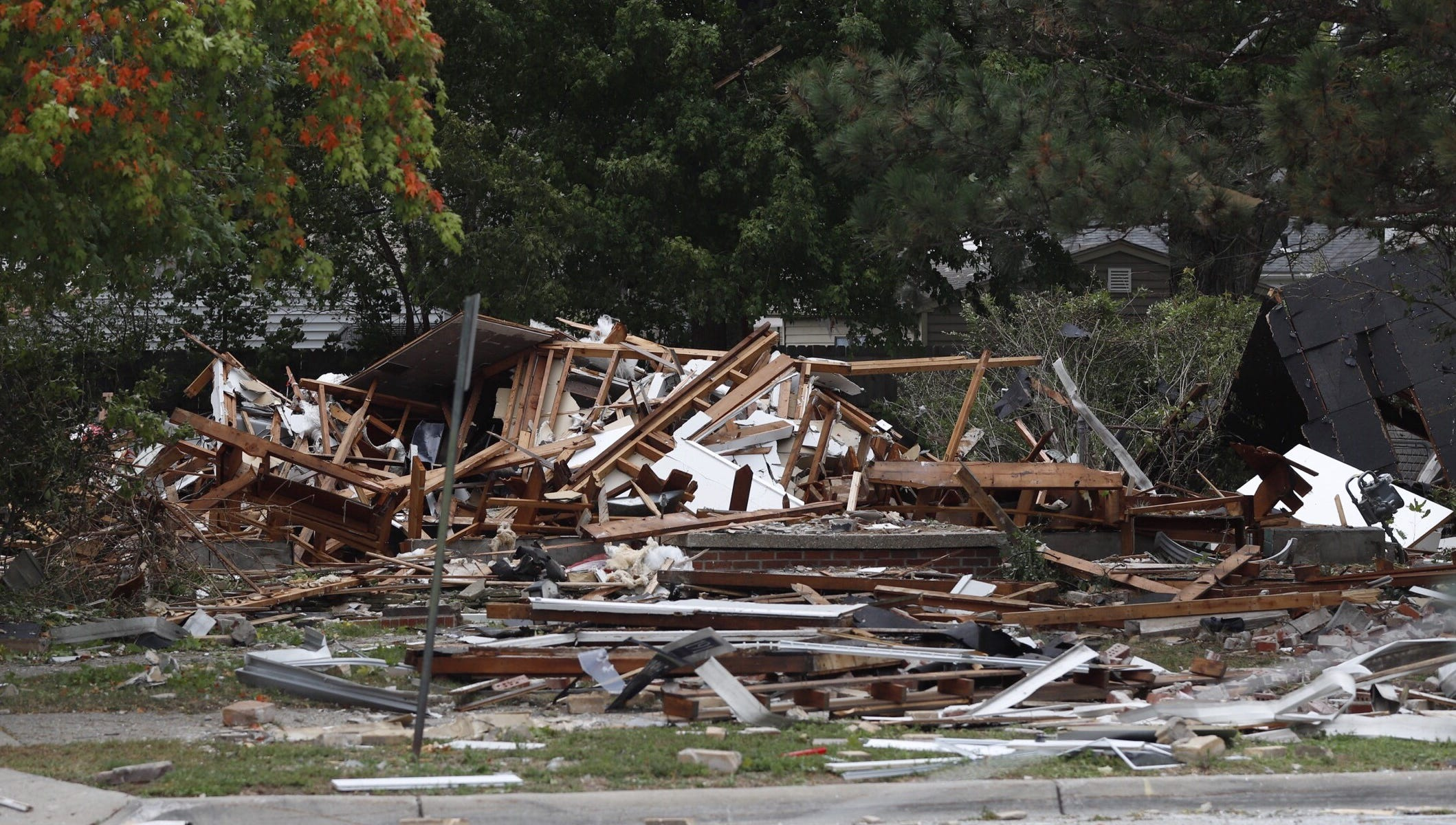 Powerful explosion levels Harper Woods home, leaves 2 hurt