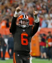 Cleveland Browns quarterback Baker Mayfield celebrates a 1-yard touchdown by running back Carlos Hyde during the second half.