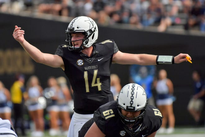 Vanderbilt Commodores quarterback Kyle Shurmur (14) signals from the line  against the Nevada Wolf Pack.