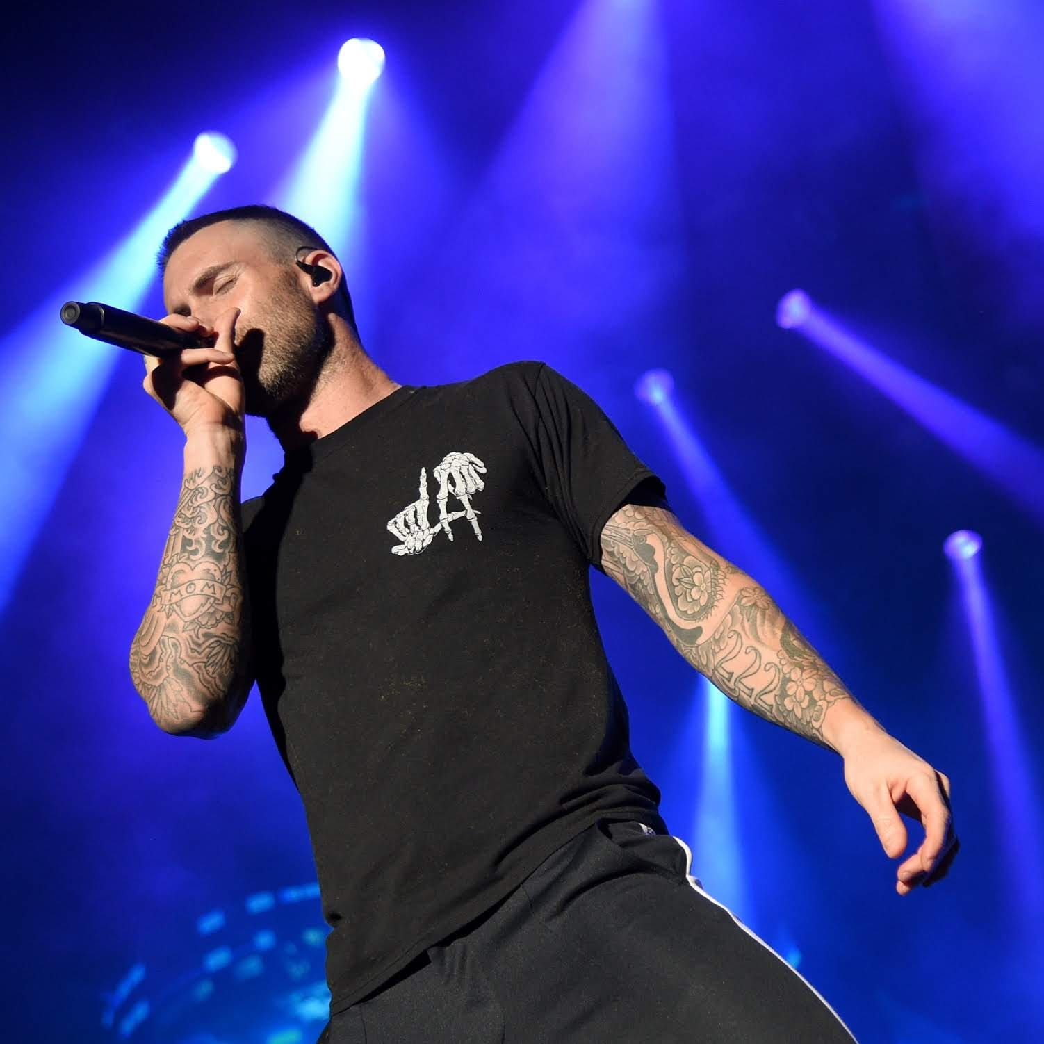 Twitter reacts: Adam Levine leads Maroon 5 at Bankers Life Fieldhouse