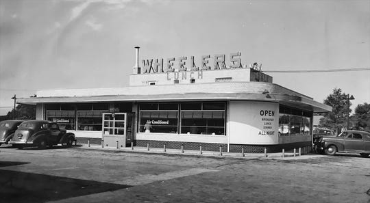 Wheeler's 38th Street Drive-In restaurant in 1946.