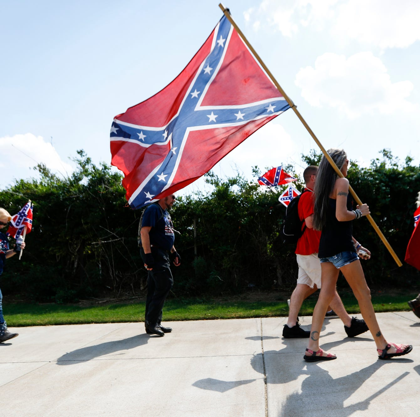 They love the Rebel flag and are protesting at Ole Miss. Who is Confederate 901?