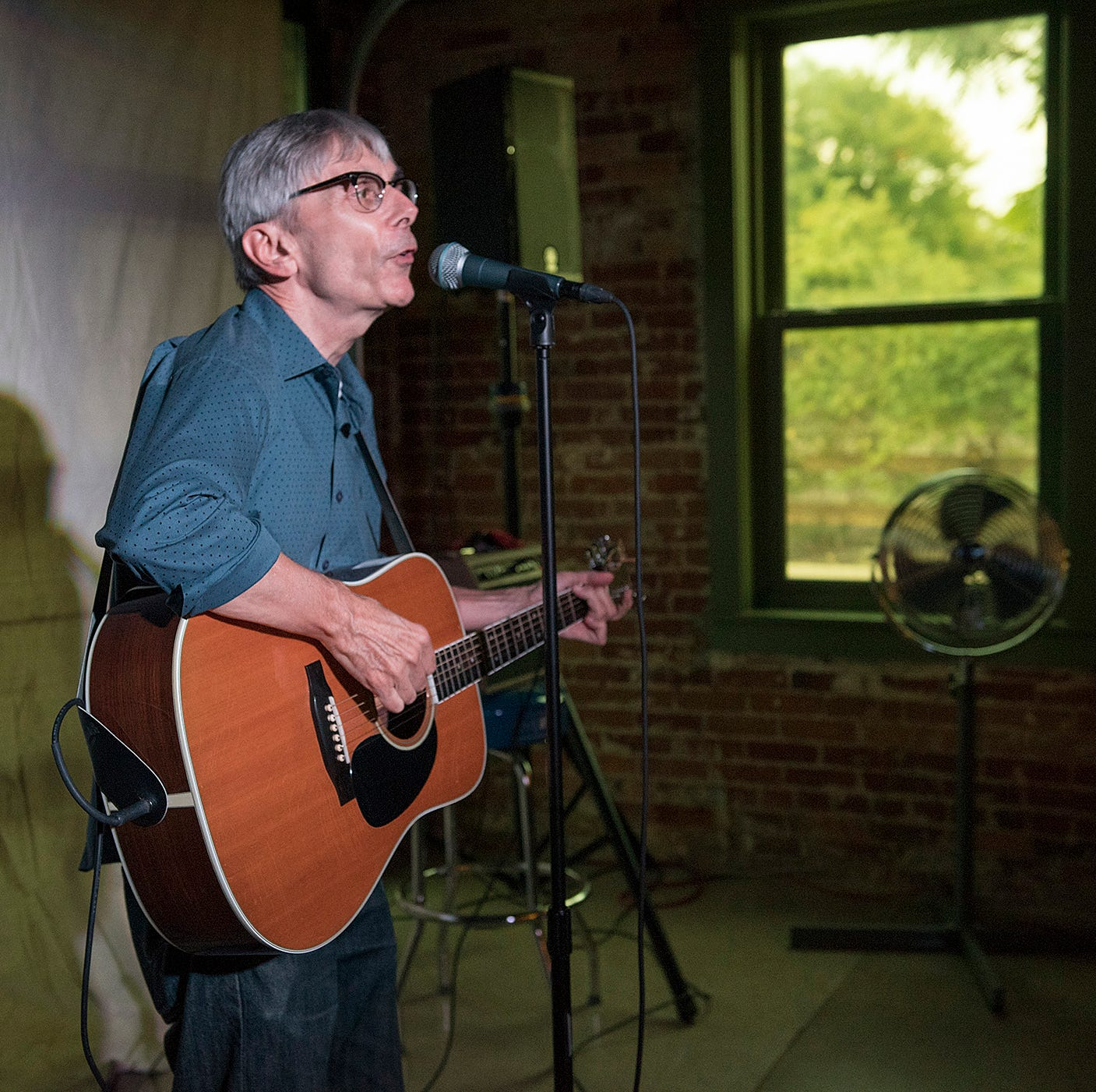 Storytellers delight crowd at Hometown Life event
