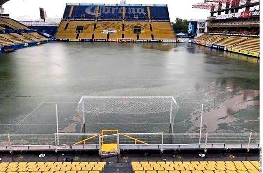 Así de inundado luce el estadio de Dorados, equipo que dirige Diego Armando Maradona.