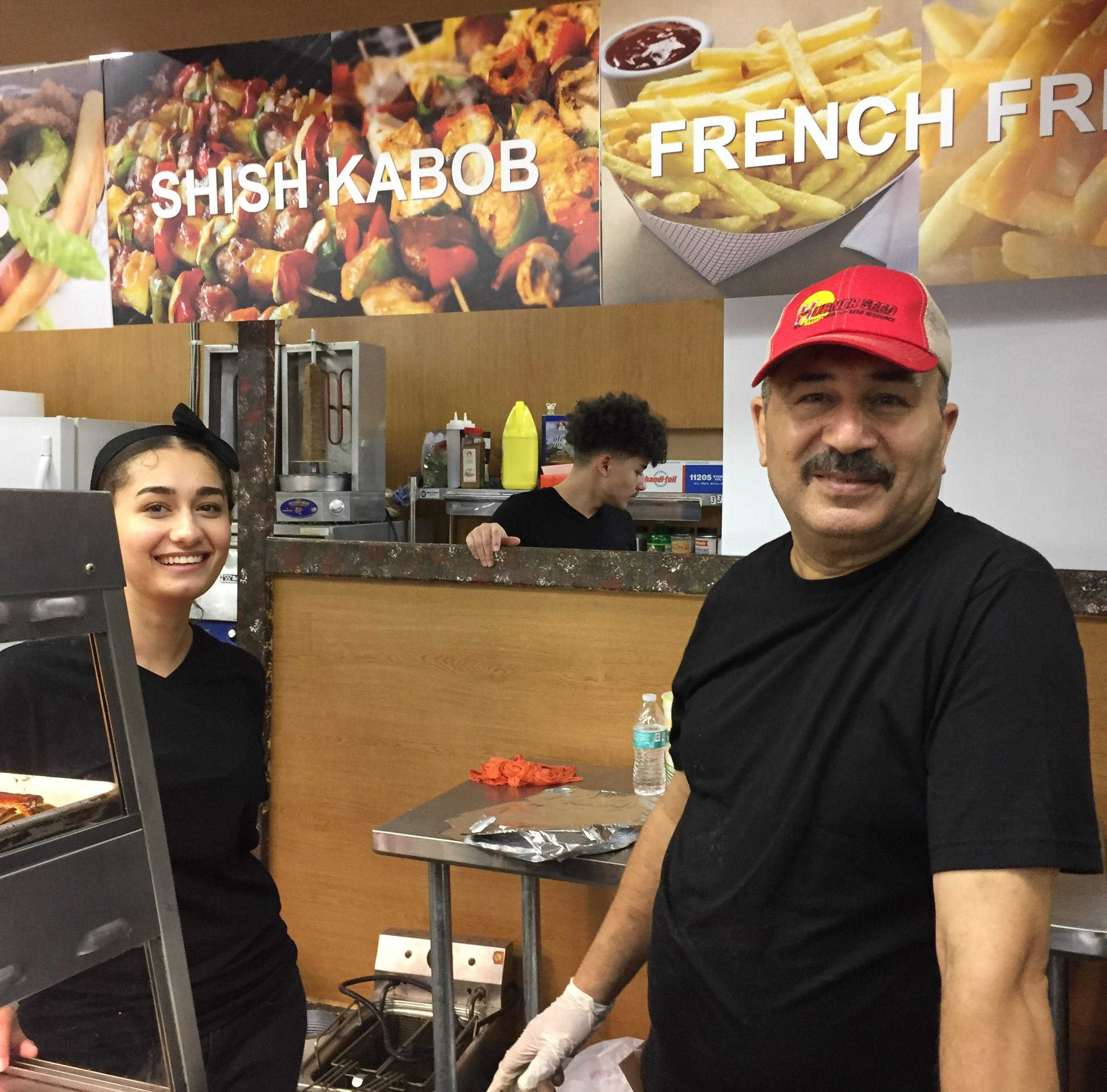 Delicious gyros create buzz at Palmyra market