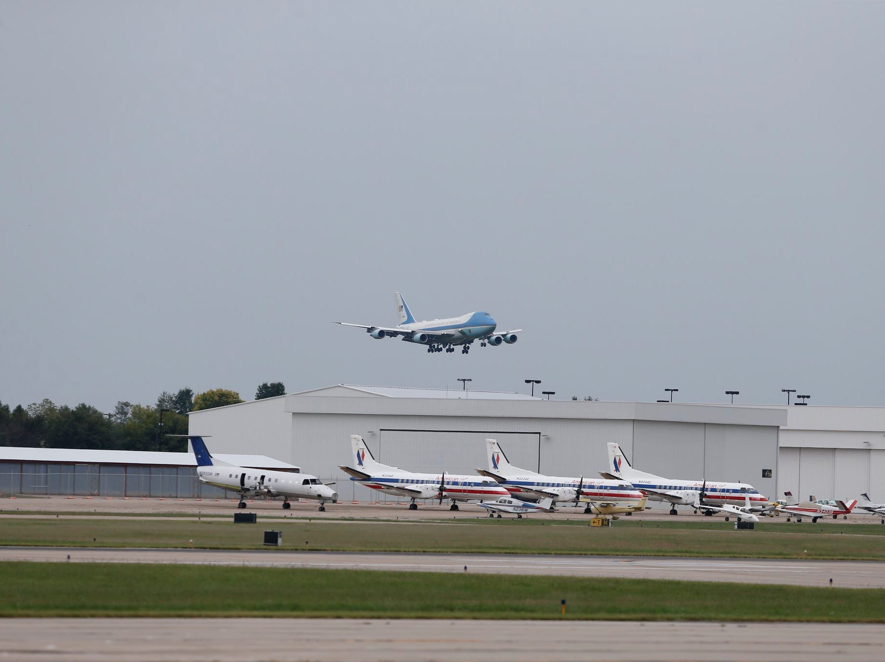 President Donald Trump lands in Air Force One at Springfield-Branson National Airport on Friday, Sept. 21, 2018.