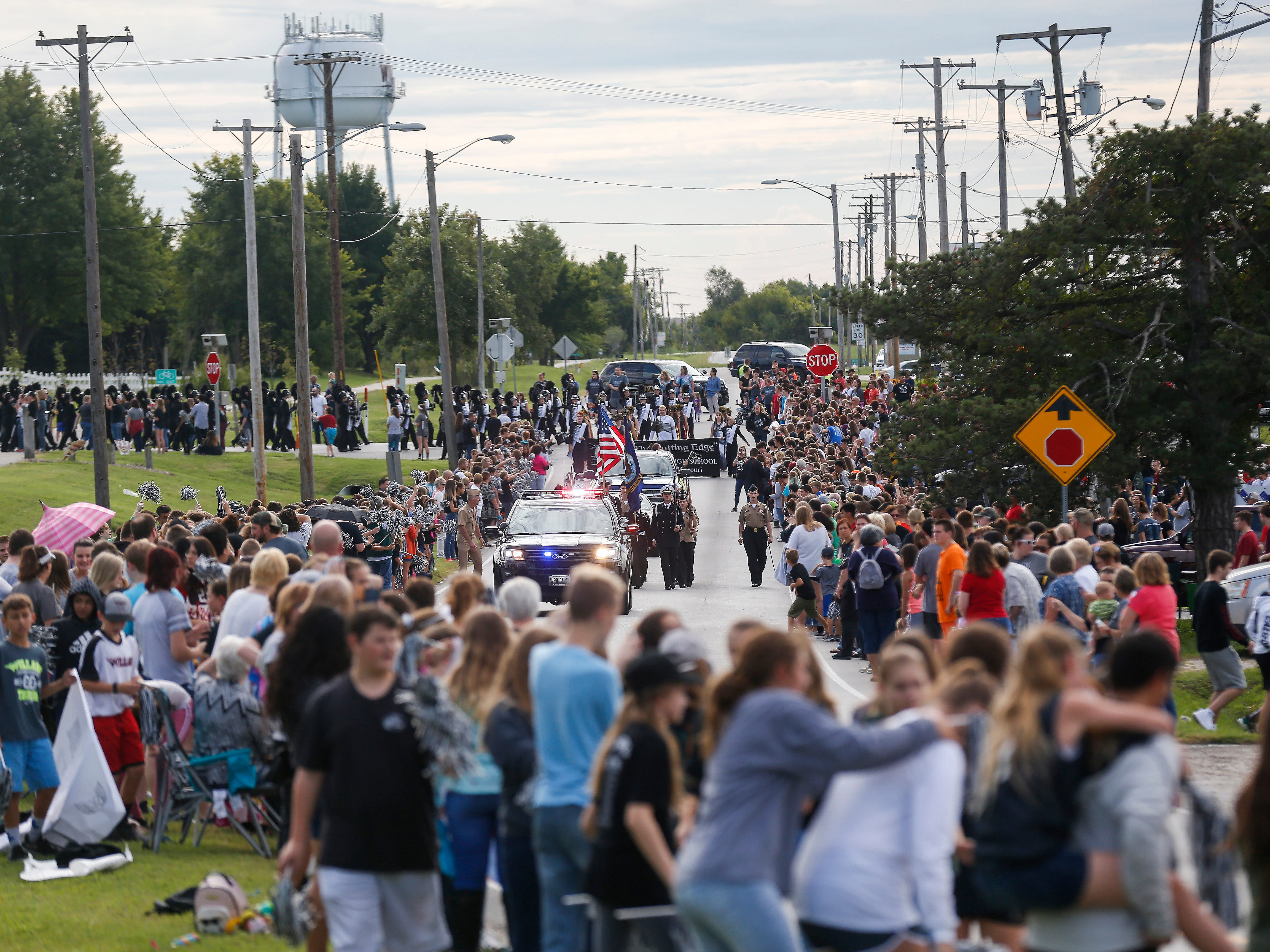 Willard held their first ever district-wide homecoming parade on Friday, Sept. 21, 2018. Community members and thousands of students from across the district lined the streets to cheer on their fellow Tigers.