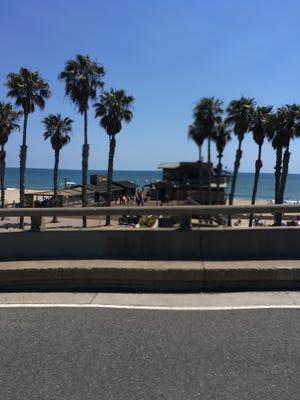 Highway 101 looking toward the Ventura Pier.