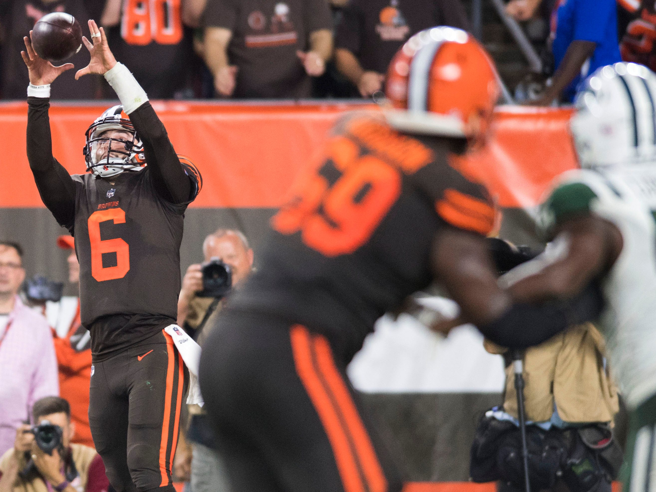 Cleveland Browns quarterback Baker Mayfield catches a pass for a two-point conversion during the third quarter against the New York Jets at FirstEnergy Stadium.