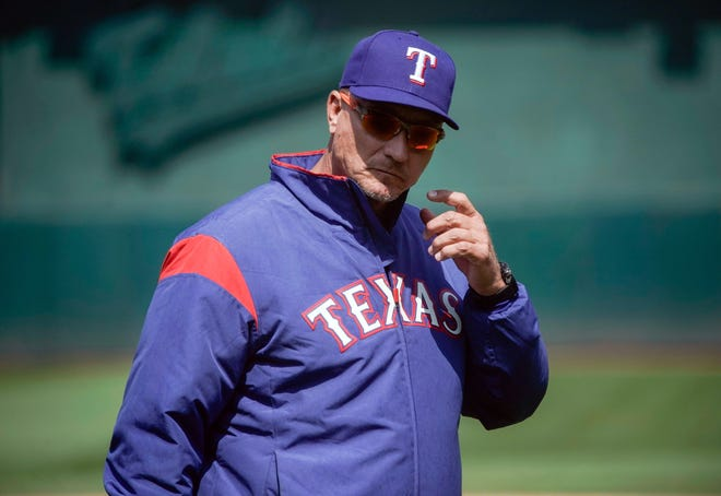 In four seasons with the Rangers, Jeff Banister posteda record of 325-313.