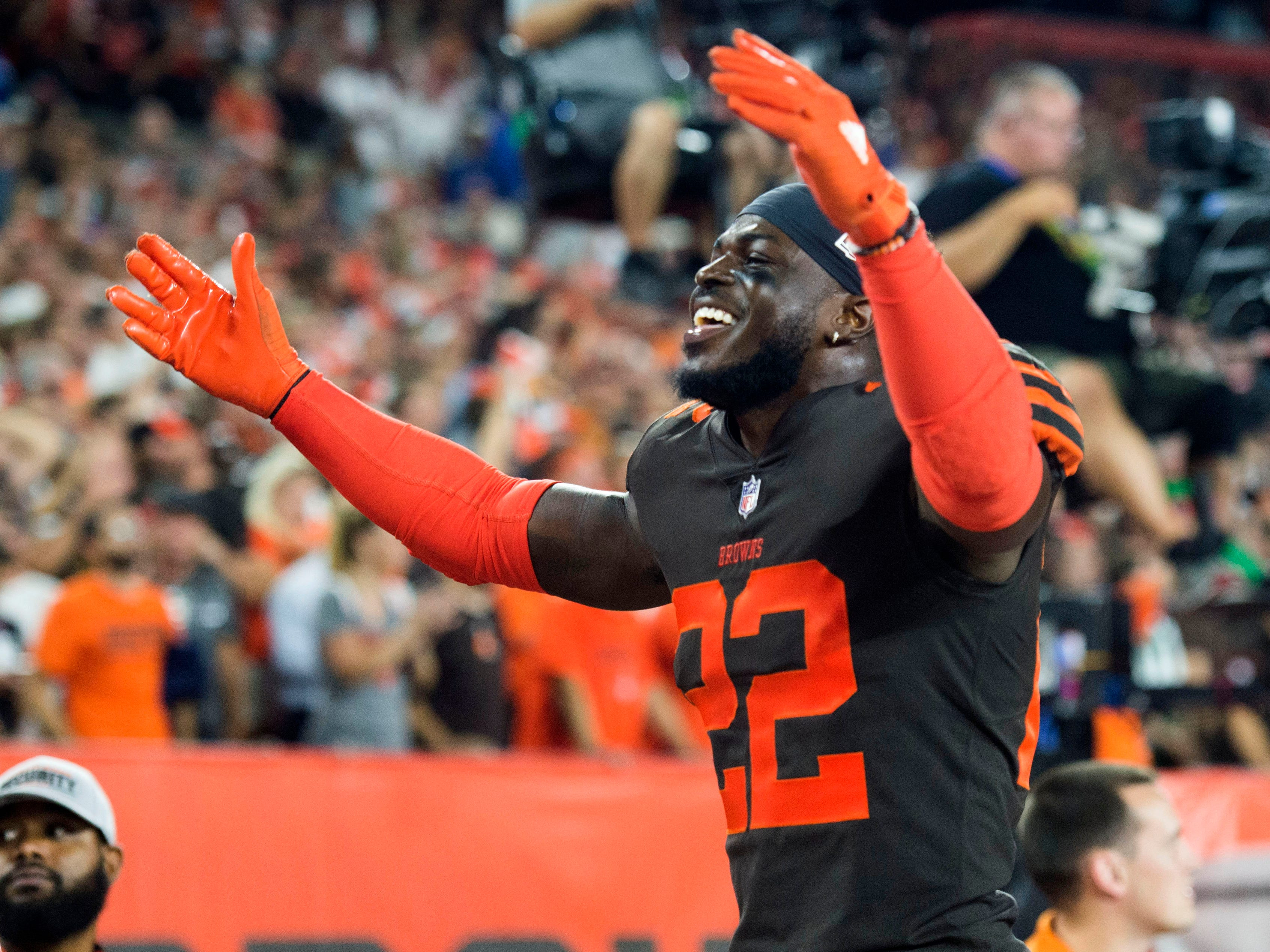 Cleveland Browns defensive back Jabrill Peppers motions to the crowd during the fourth quarter against the New York Jets at FirstEnergy Stadium.