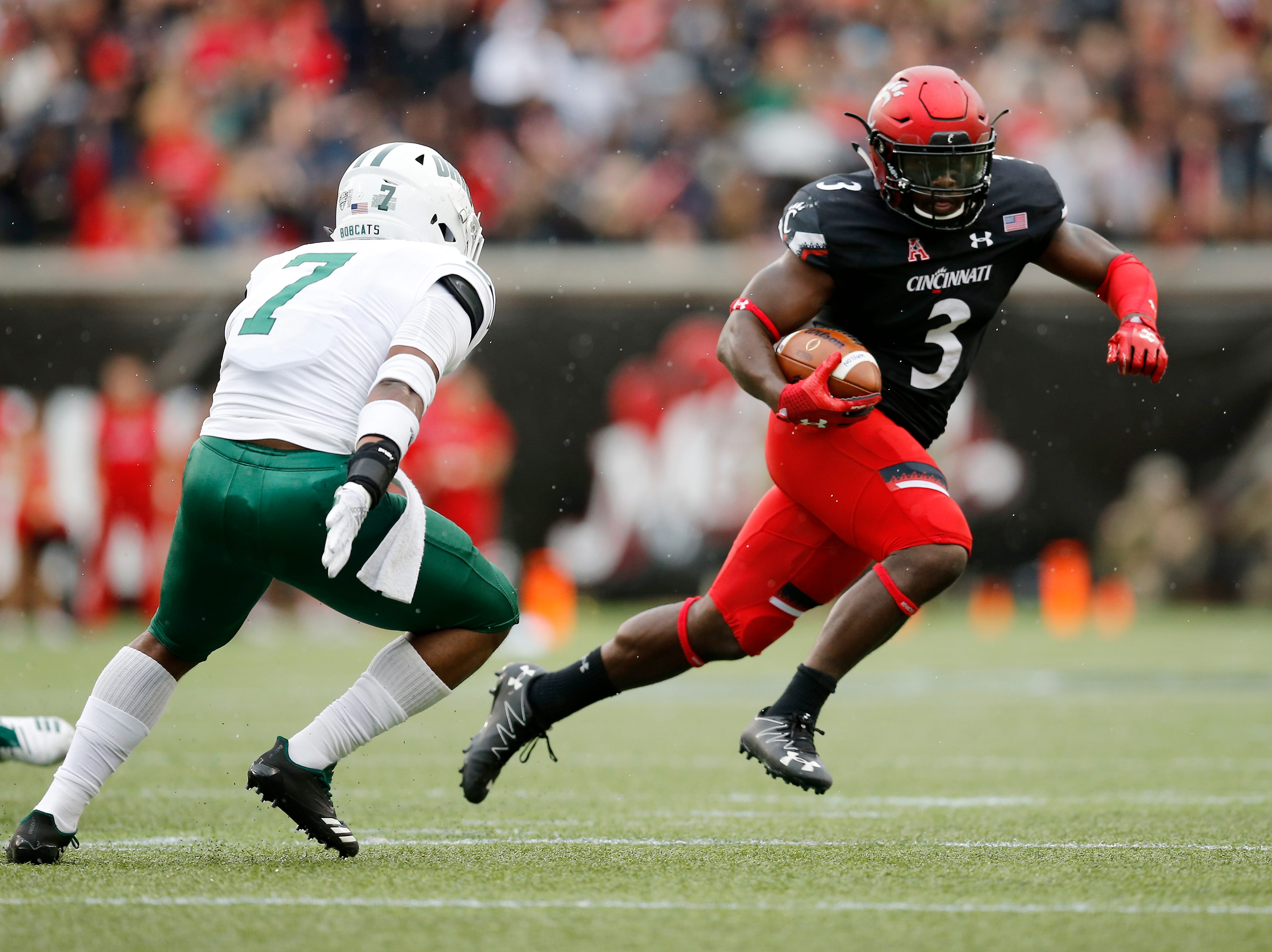 Cincinnati Bearcats running back Michael Warren II (3) run the ball on a touchdown carry in the second quarter of the NCAA football game between the Cincinnati Bearcats and the Ohio Bobcats at Nippert Stadium on the University of Cincinnati campus in Cincinnati on Saturday, Sept. 22, 2018. The Bobcats led 24-7 at halftime.