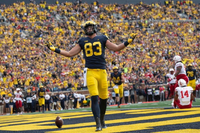 Tight end Zach Gentry leads Michigan receivers with 20 catches for 306 yards and a TD.