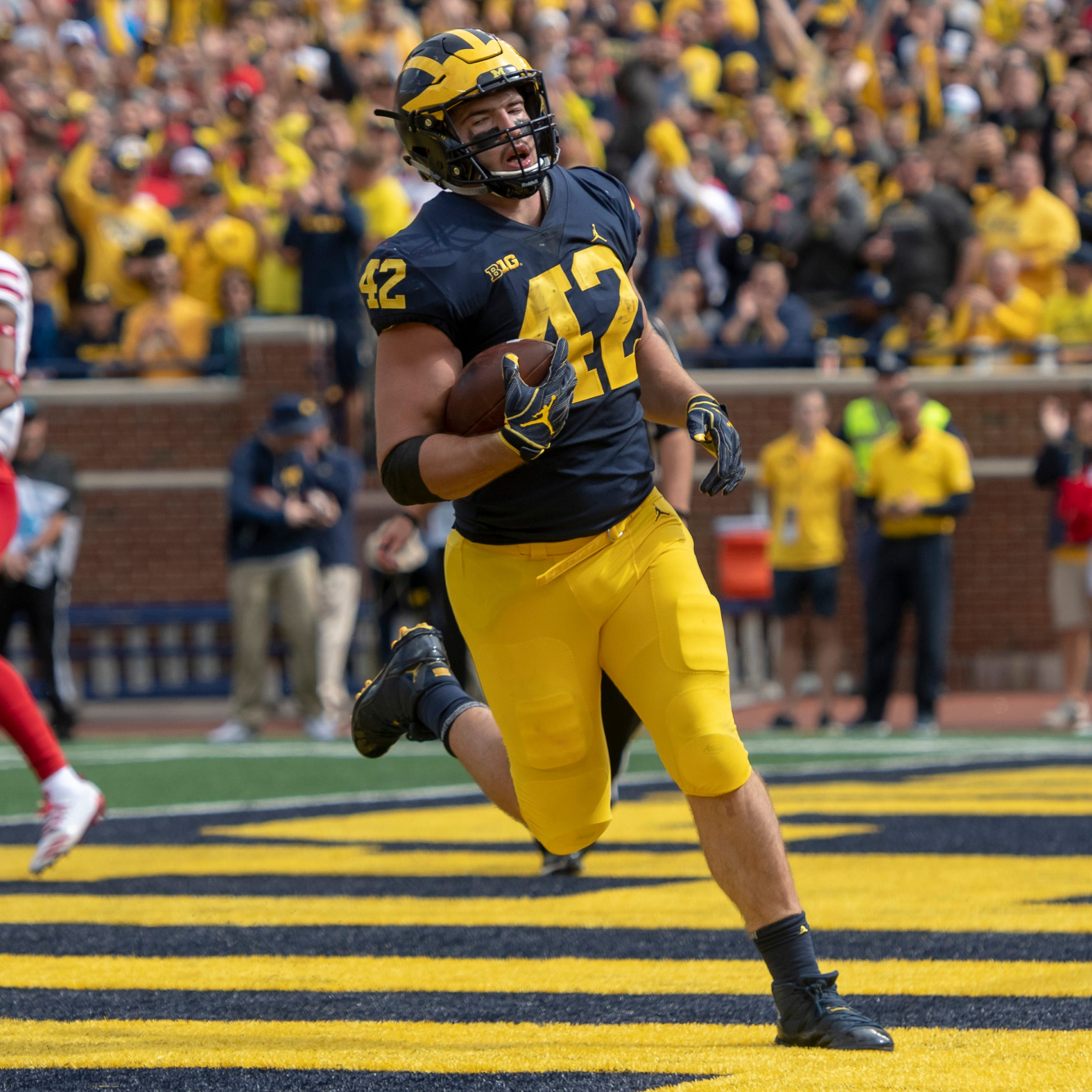 Fullback Ben Mason's 3 TD-performance puts smash-mouth signature on Michigan's crushing victory
