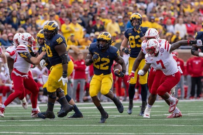 Michigan running back Karan Higdon runs the ball in the second quarter.