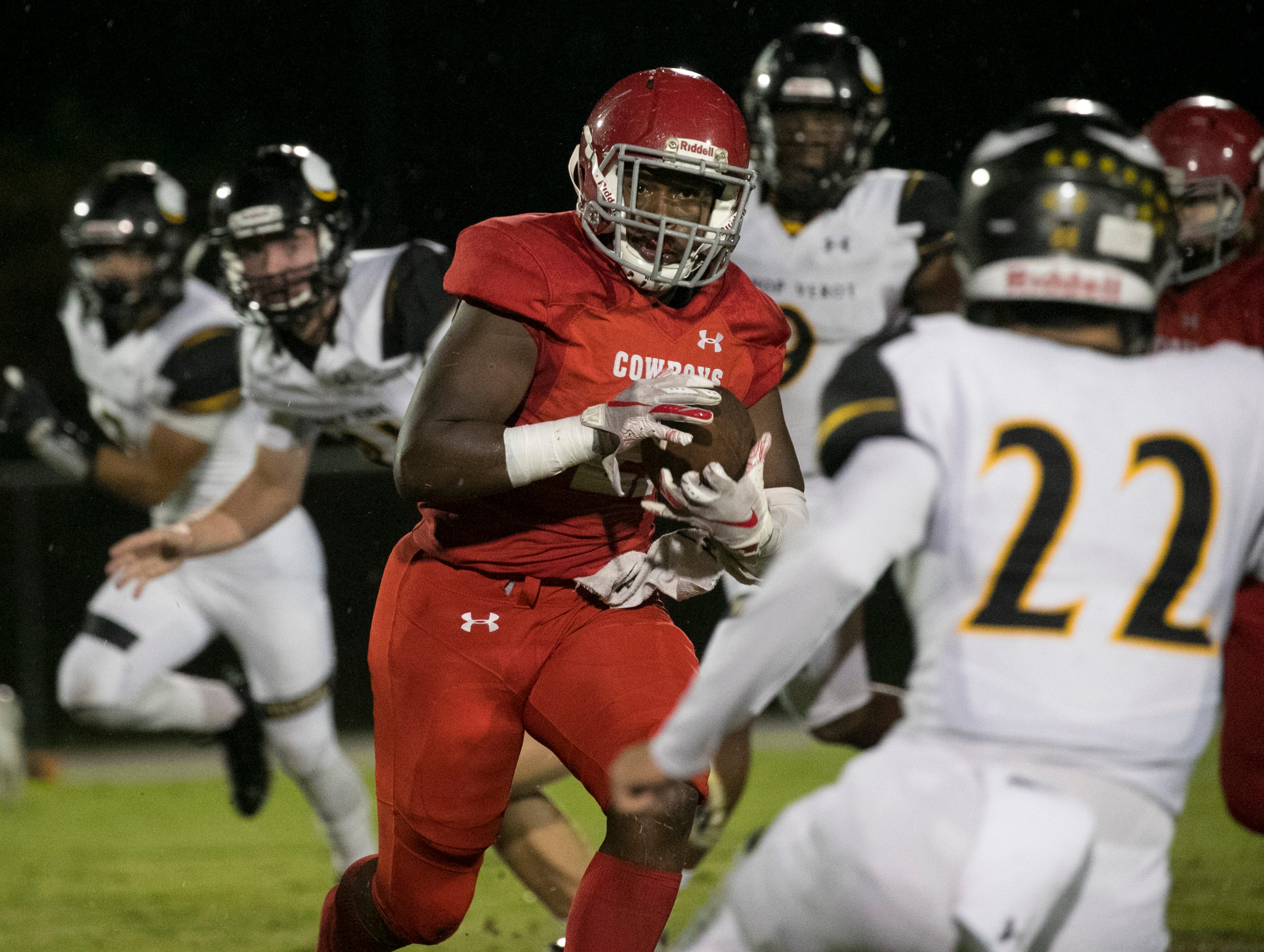Maynard Blackmon of LaBelle runs the ball in the first quarter against Bishop Verot on Friday, Sept. 21, 2018, at LaBelle High School.