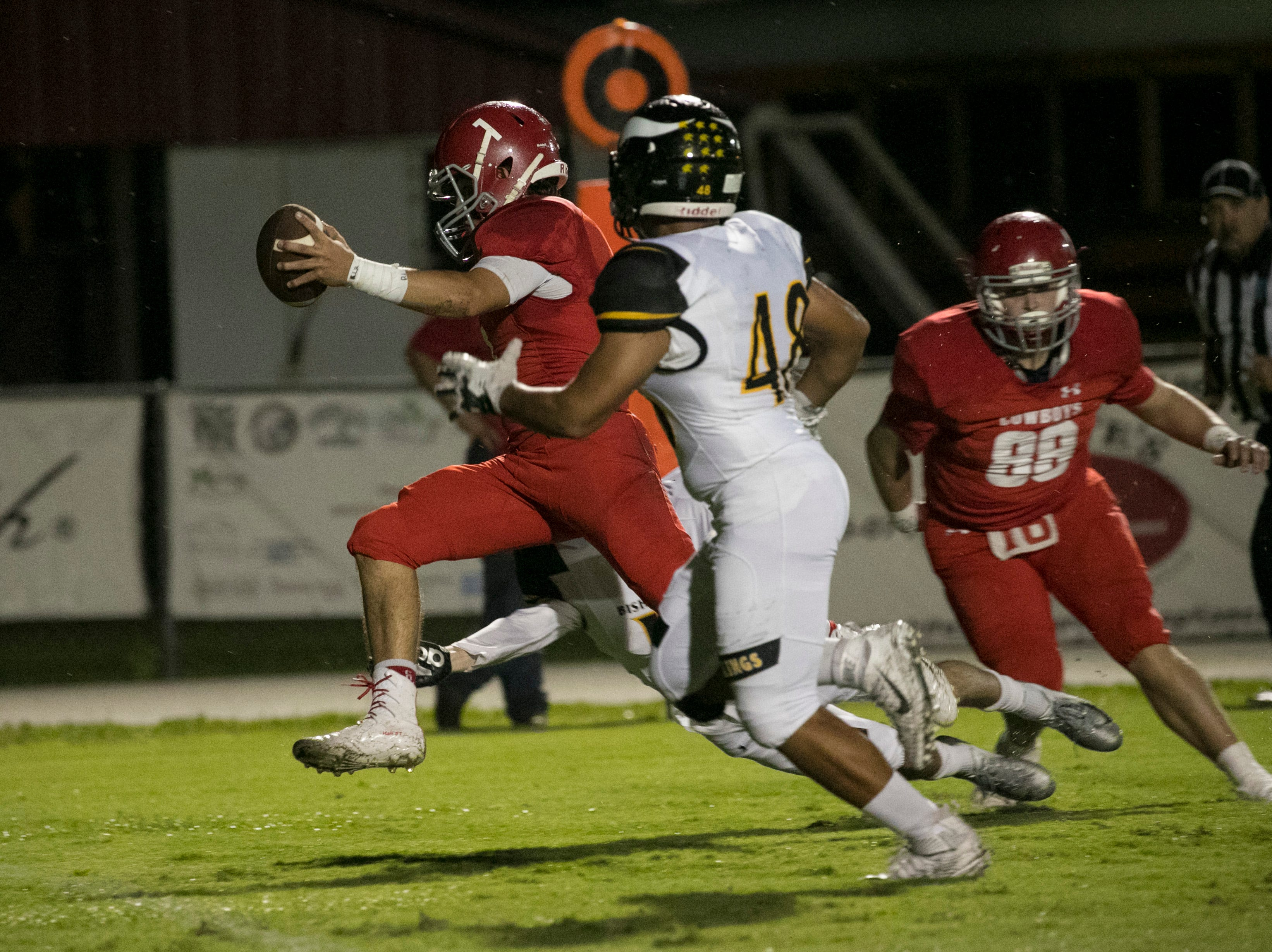 Bryce Hall of LaBelle runs in a touchdown in the first half against Bishop Verot on Friday night, Sept. 21, 2018, at LaBelle High School.