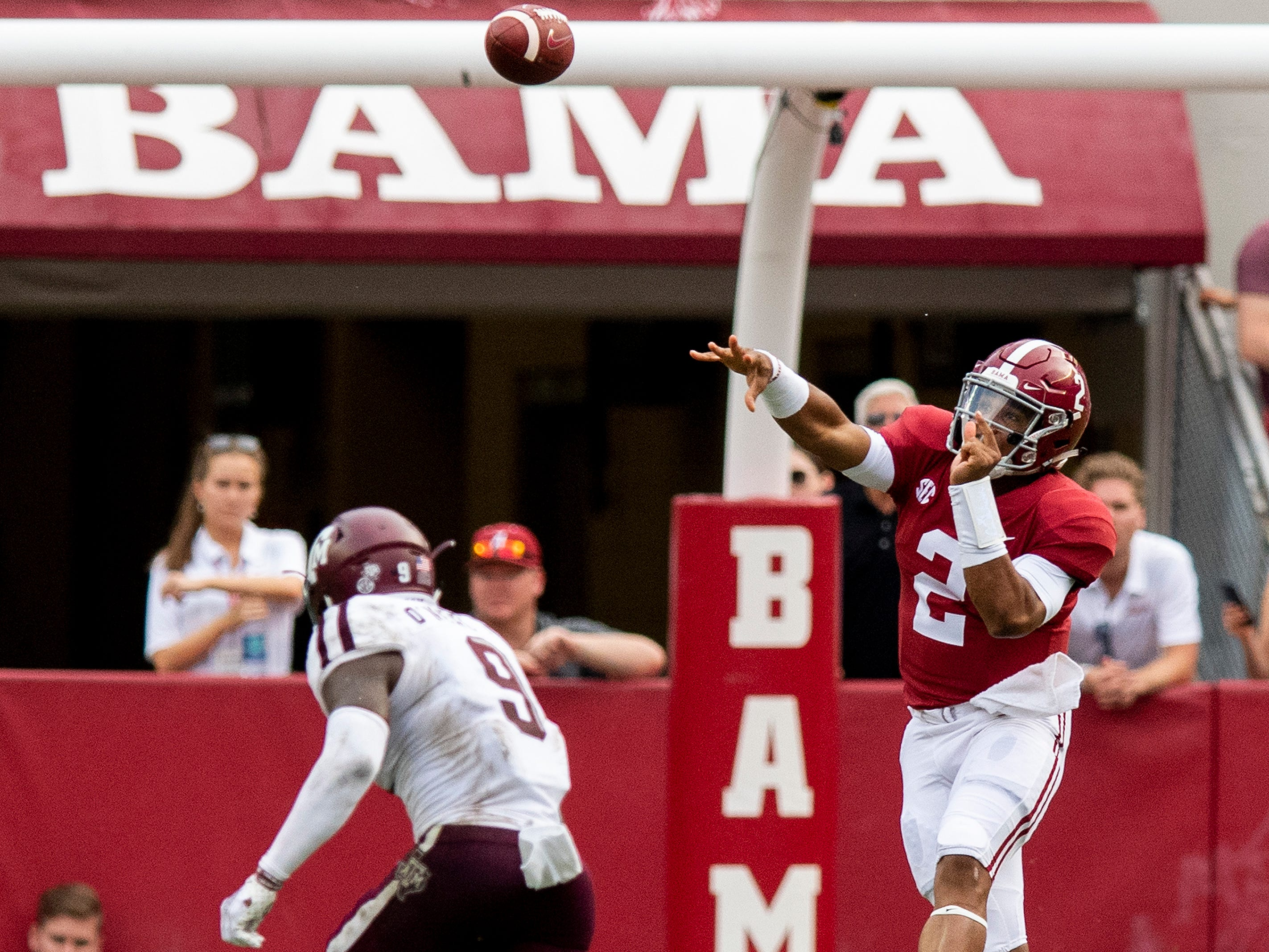 Alabama quarterback Jalen Hurts (2) throws against Texas A&M in second half action in Tuscaloosa, Ala., on Saturday September 22, 2018.