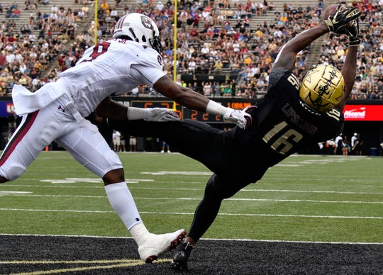Vanderbilt wide receiver Kalija Lipscomb (16) scores a touchdown past South Carolina defensive back Keisean Nixon (9) during the first half at Vanderbilt University in Nashville, Tenn., Saturday, Sept. 22, 2018.