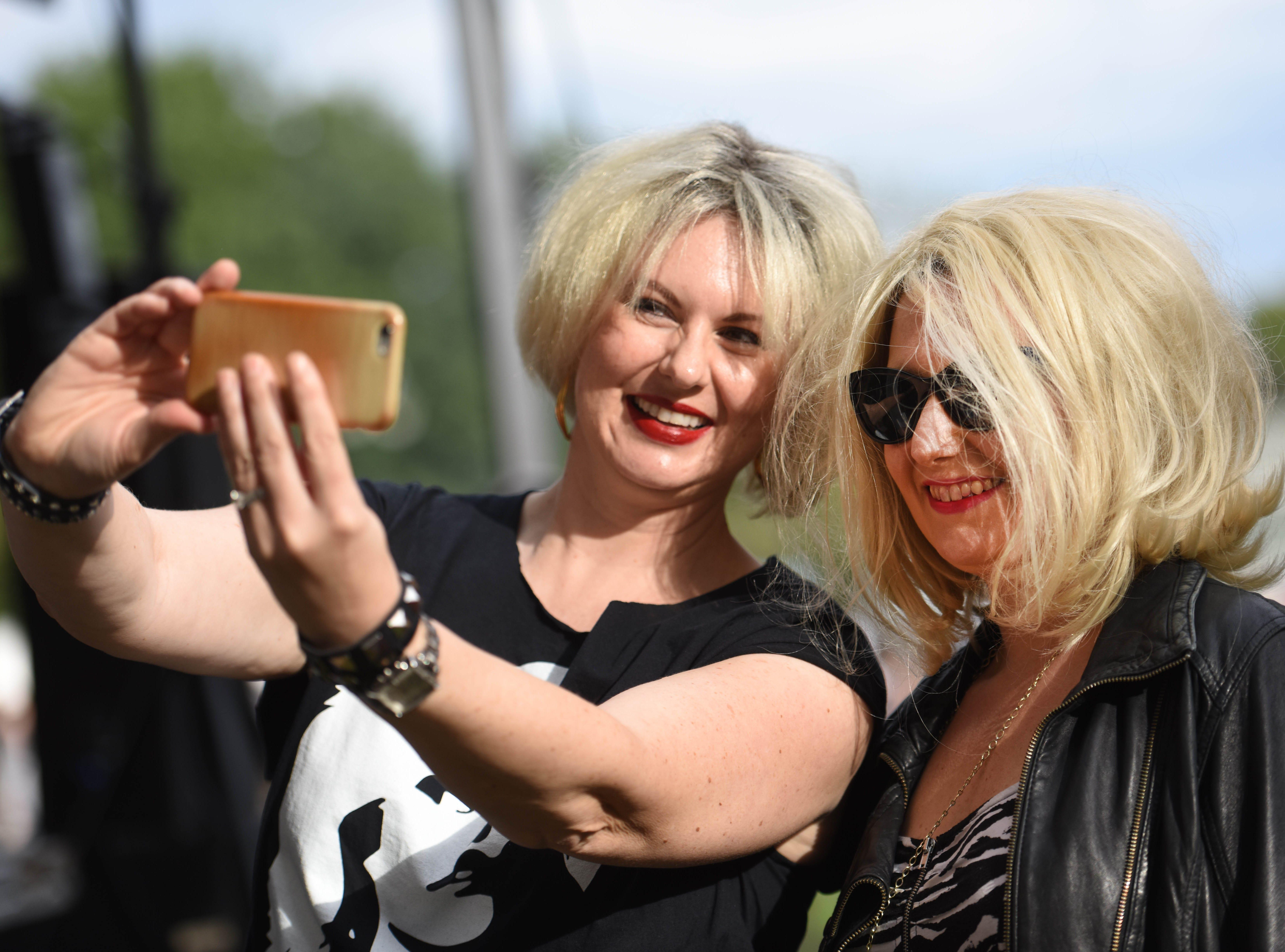 the two Blondie Lookalike contestants Adrienne Girard and Amber Mackey take a selfieHawthorne Day -Blondie Lookalike