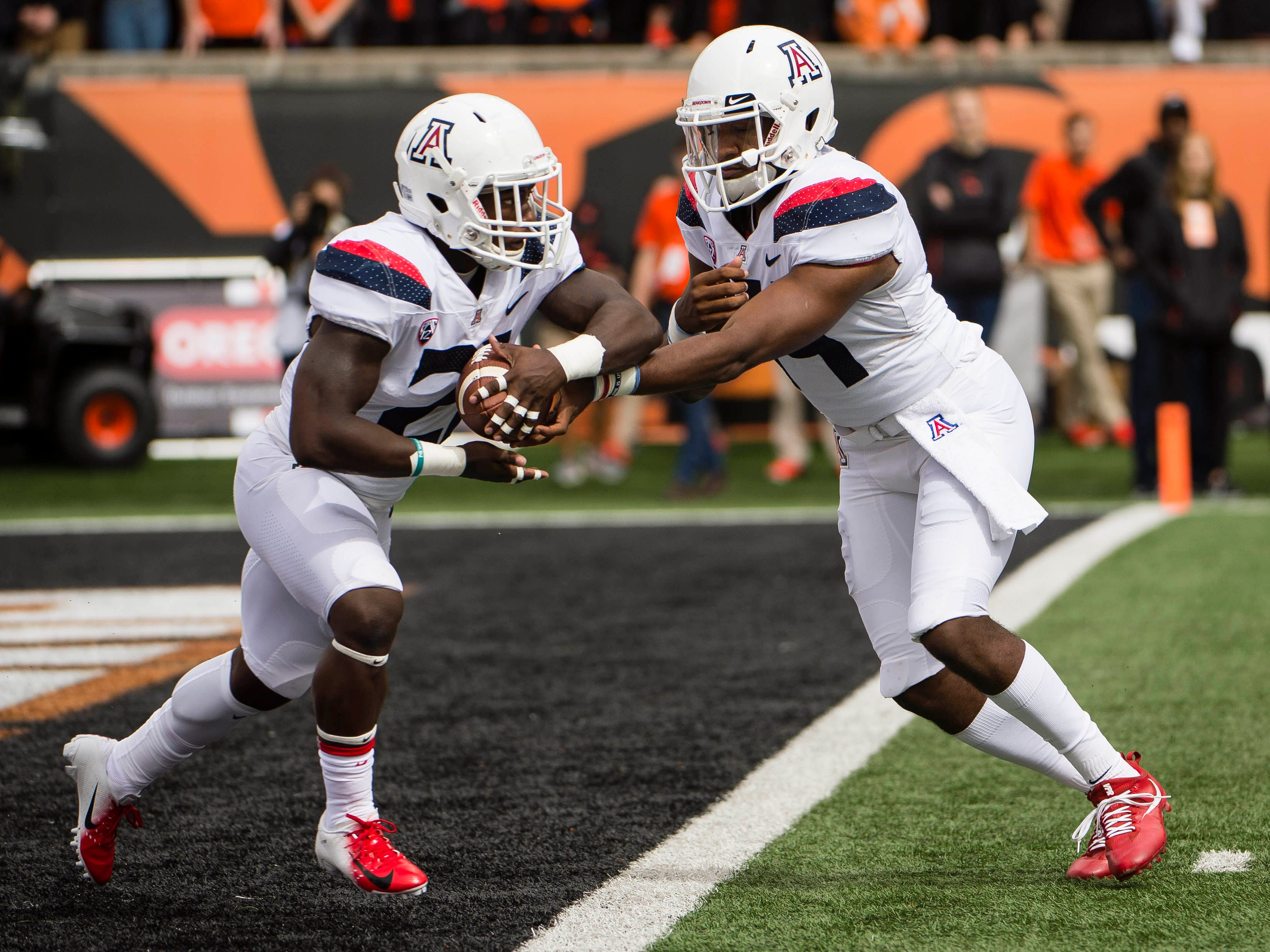 Sep 22, 2018; Corvallis, OR, USA; Arizona Wildcats quarterback Khalil Tate (14) hands the ball off to running back J.J. Taylor (21) during the first half against the Oregon State Beavers at Reser Stadium.