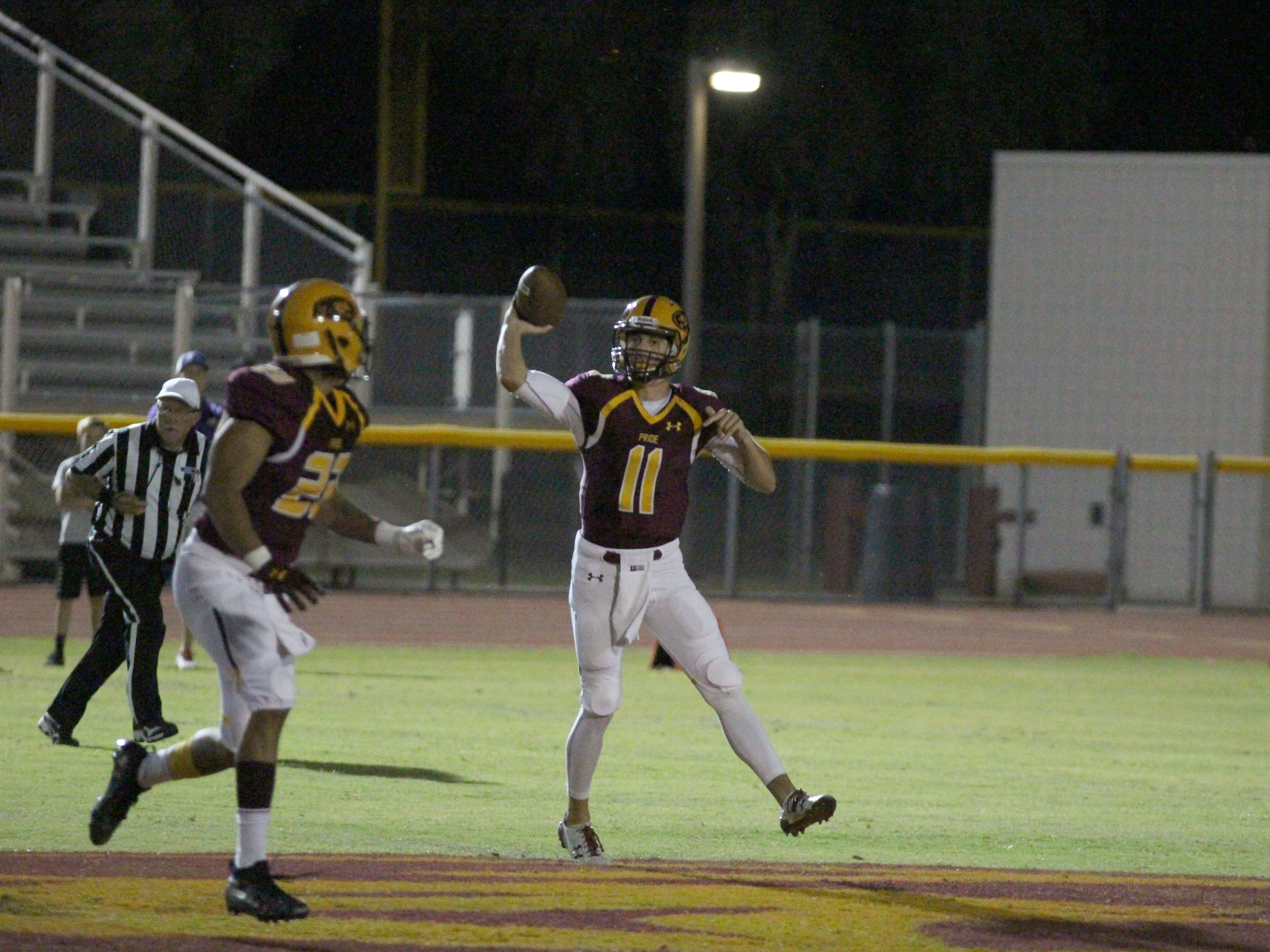 Mountain Pointe's Nick Wallerstedt passes it to Jerrick Dickson against Queen Creek on Friday night at Mountain Pointe High School on Sept. 21, 2018.