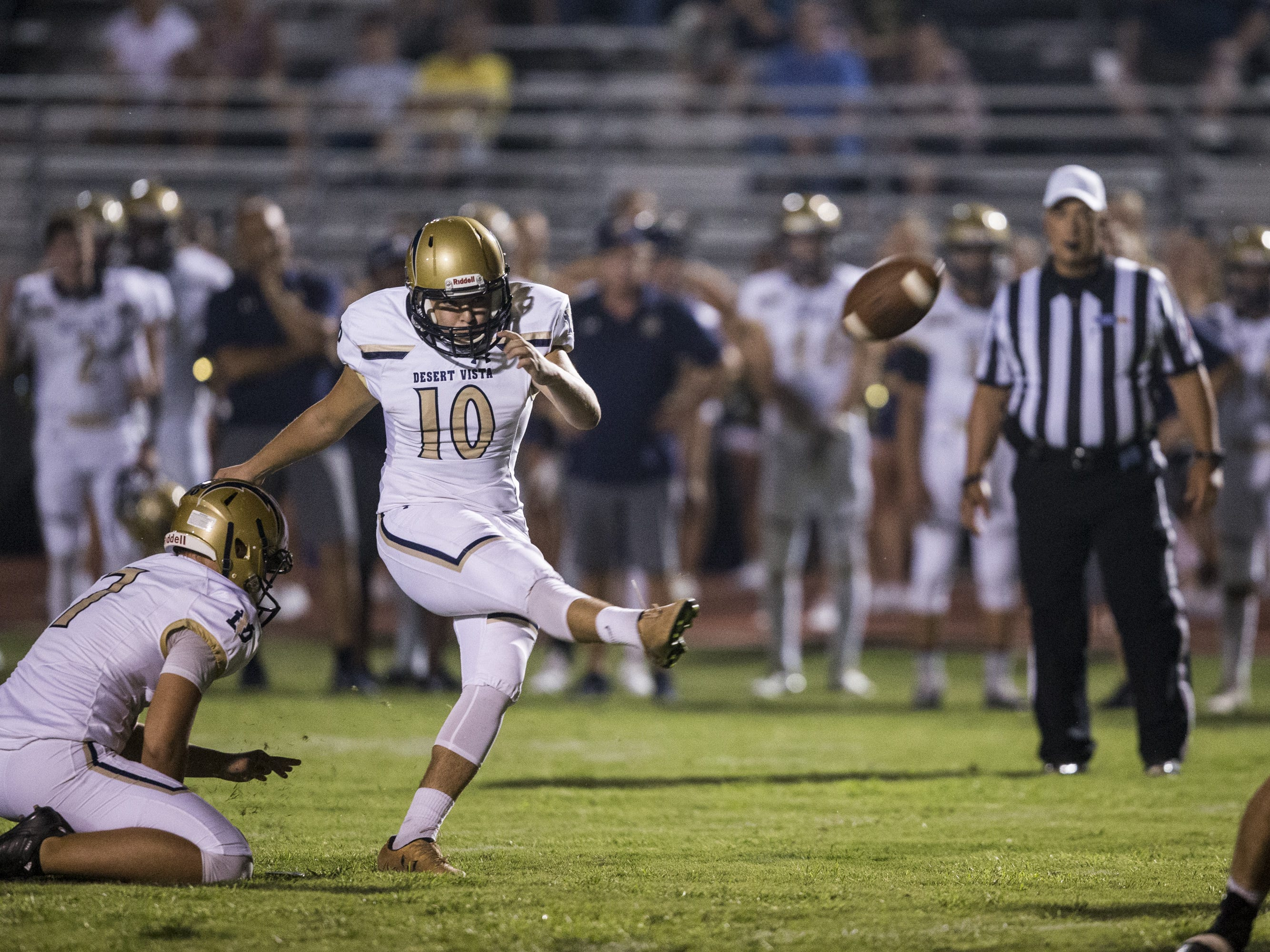 Desert Vista's Matt Lewis attempts a field goal against Highland in the 1st quarter on Friday, Sept. 21, 2018, at Highland High School in Gilbert, Ariz.   #azhsfb