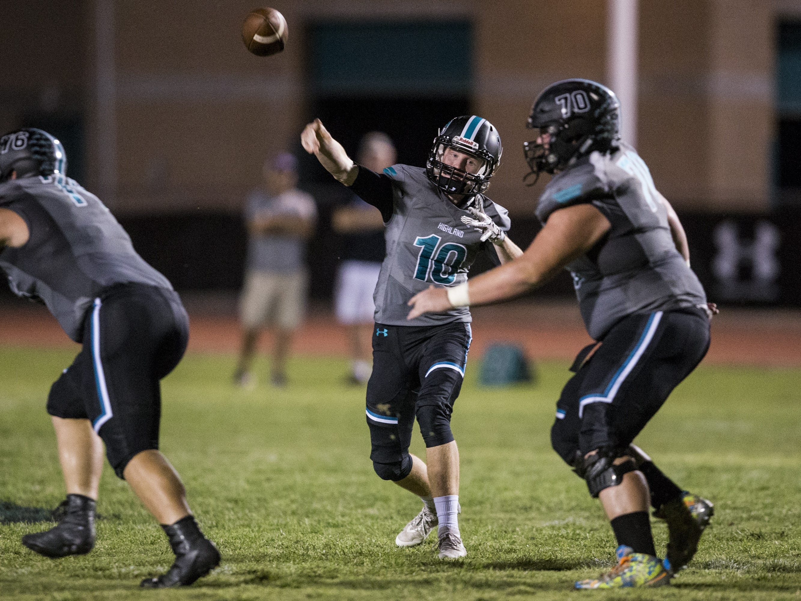 Highland's Kaleb Herbert throws against Desert Vista in the 2nd quarter on Friday, Sept. 21, 2018, at Highland High School in Gilbert, Ariz.   #azhsfb