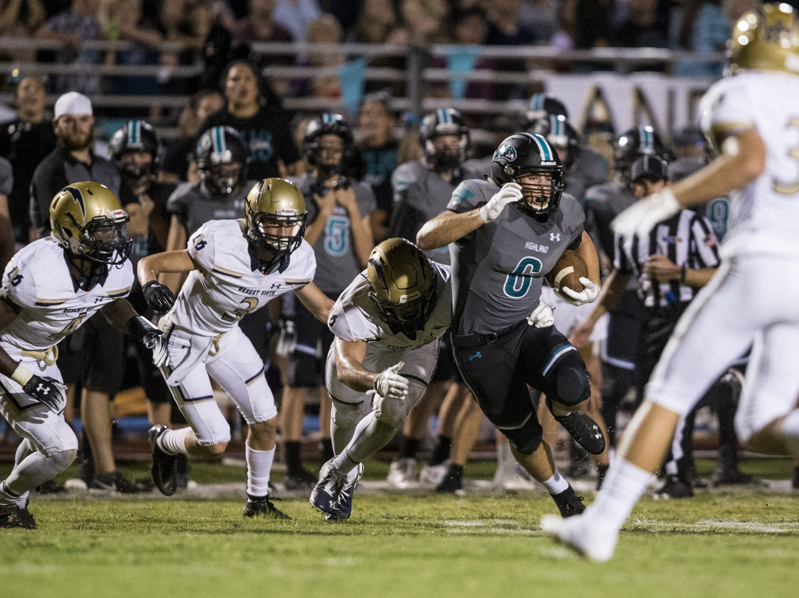 Highland's Daniel Wood rushes against Desert Vista in the 2nd quarter on Friday, Sept. 21, 2018, at Highland High School in Gilbert, Ariz.   #azhsfb