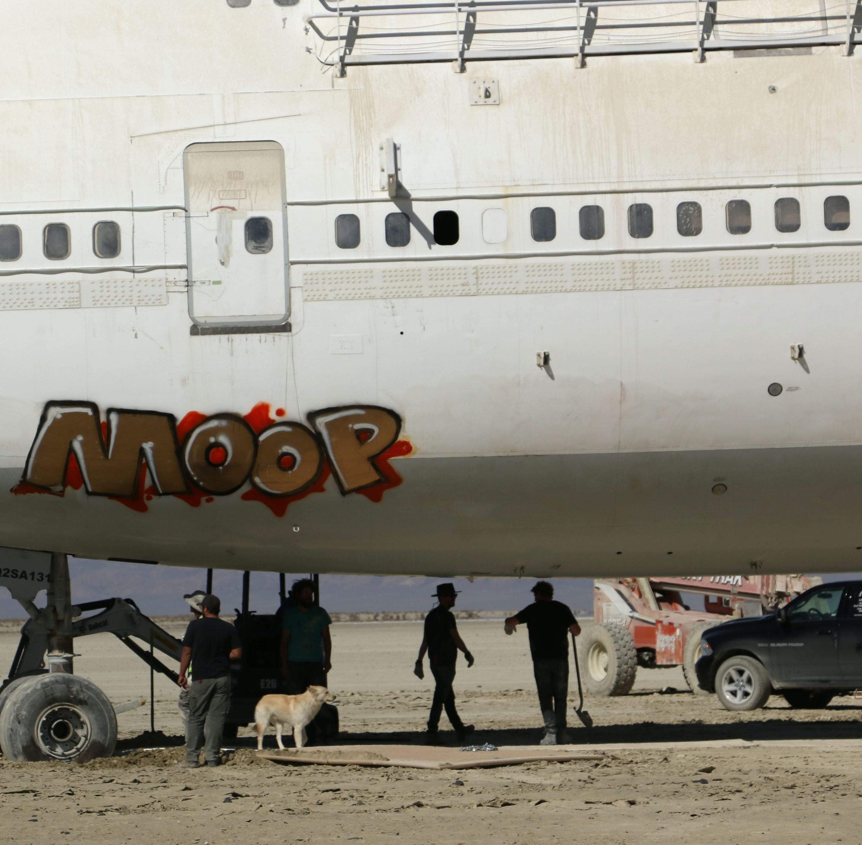 Burning Man volunteers rescue the 747 airplane from the desert: 'It will get done'