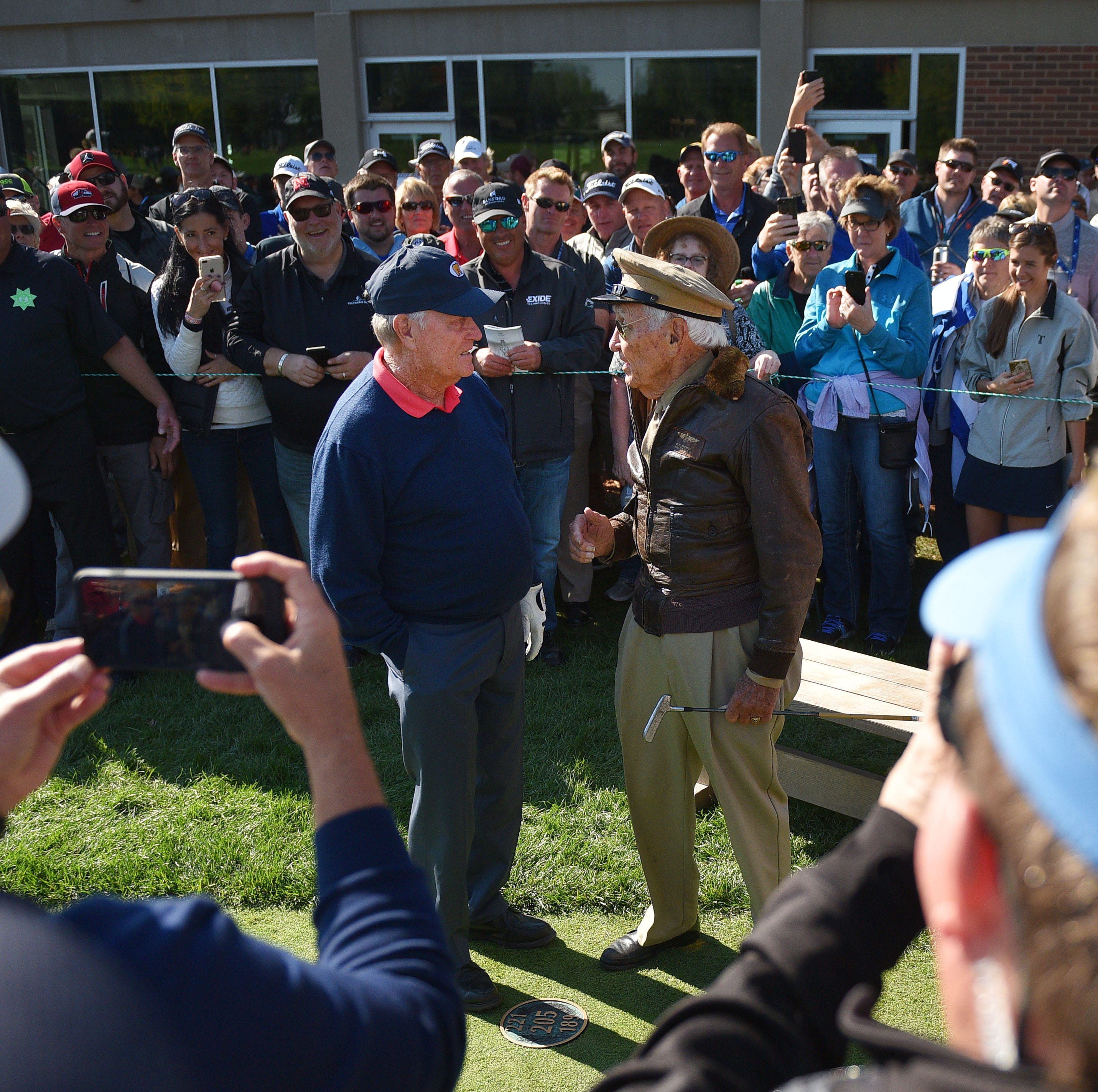Notebook: World War II vet 'moved to tears' by encounter with Jack Nicklaus