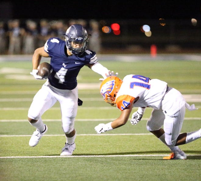 Del Valle continued turning up the heat on Canutillo, leading to a score of 37-7 with three minutes left in the third quarter.