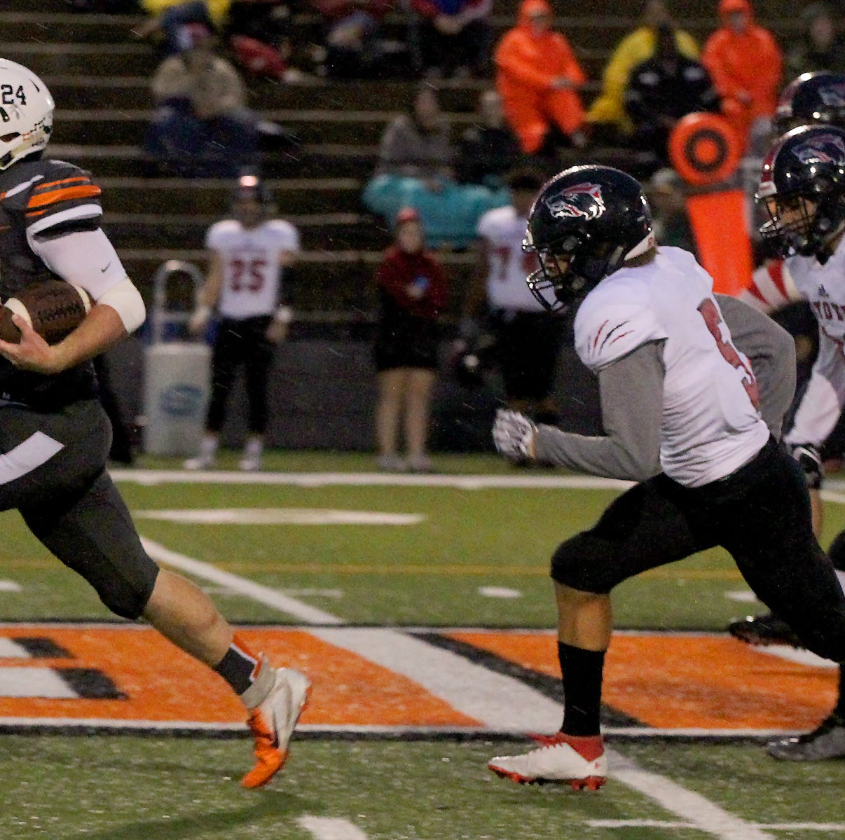 Wichita Falls High School Coyotes rally in 4th to beat Burkburnett, 30-24
