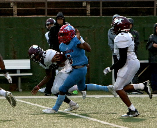Hirschi's Nathan Downing (6) finds room to run after getting past Vernon's Demoray Watson (28) and Martavious McFarland (7) on Friday, Sept. 21, 2018, at Memorial Stadium.