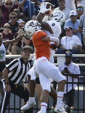 Old Dominion wide receiver Jonathan Duhart catches a touchdown pass against Virginia Tech defensive back Caleb Farley in the first half.