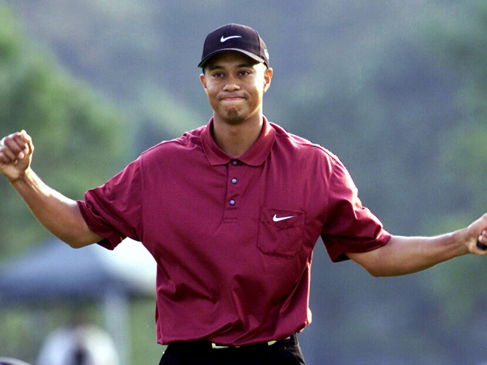 Tiger Woods completes the Tiger Slam at the 2001 Masters. He becomes the only player to hold all four professional majors at the same time.