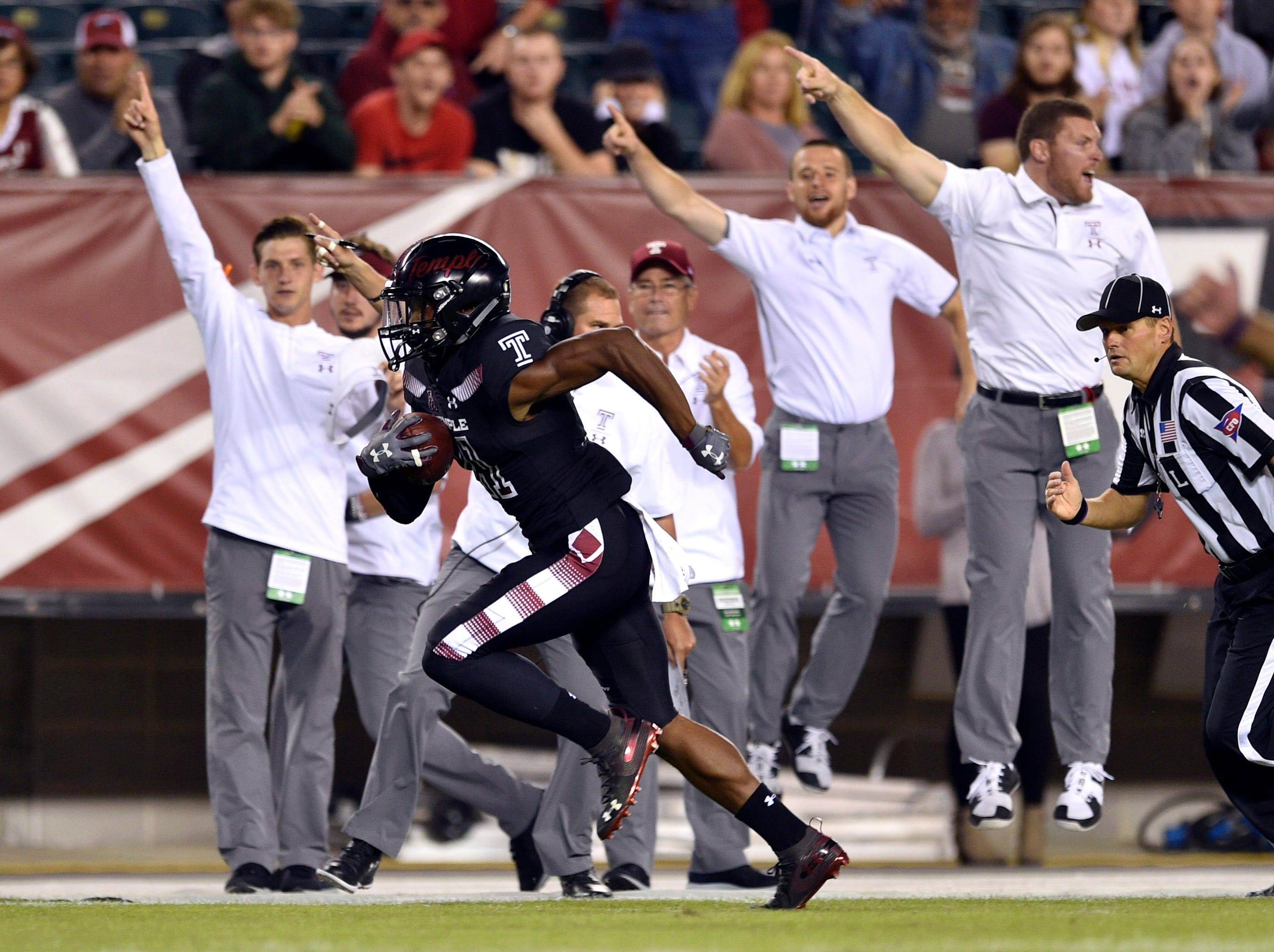 Temple Owls cornerback Ty Mason (21) returns an interception for a touchdown during the first quarter against the Tulsa Golden Hurricane at Lincoln Financial Field.