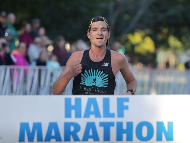 Alexander Rink wins the 2018 half marathon in a time of 1:09:32.