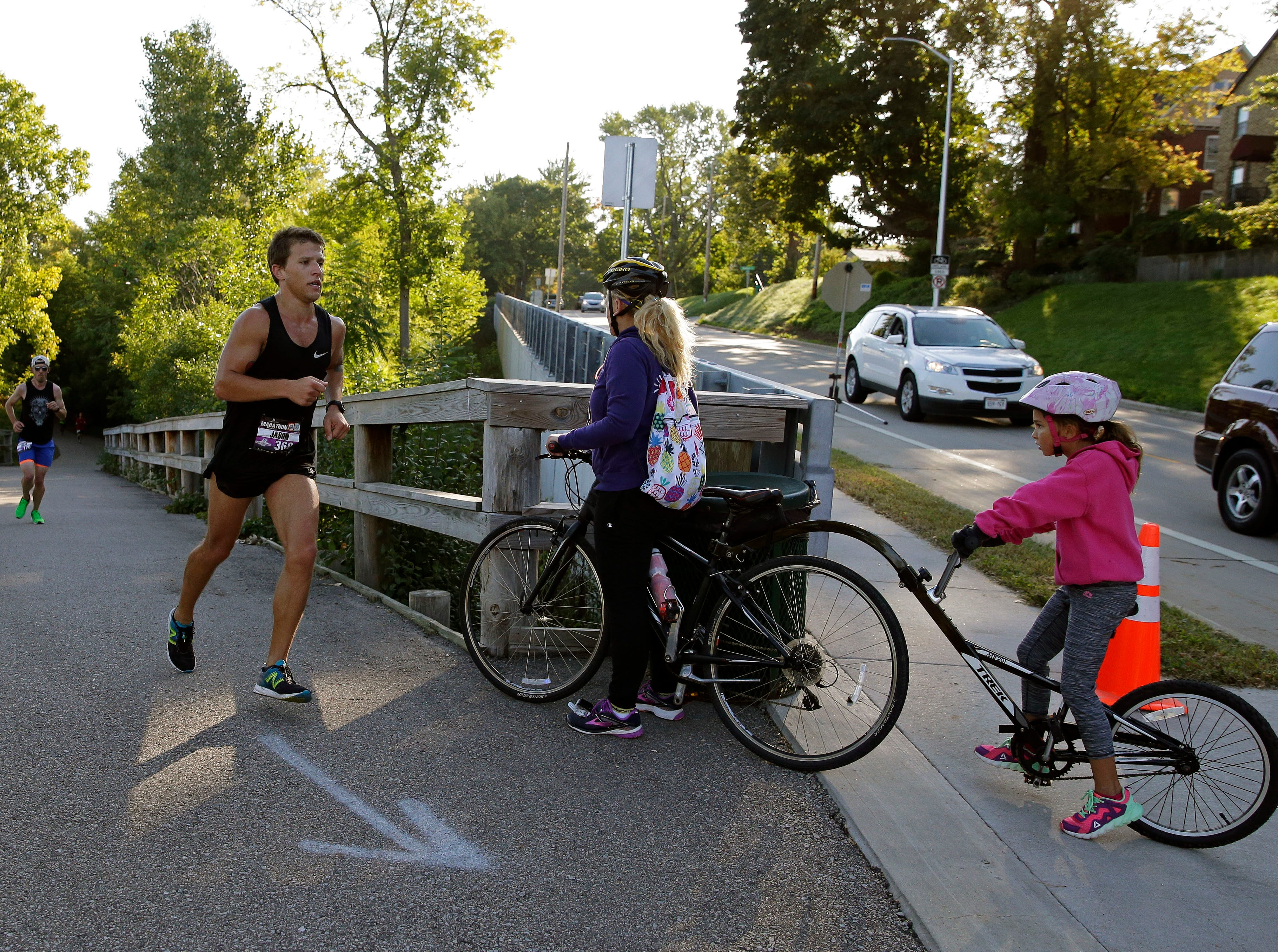 Jason Revels makes his way along the course as the Community First Fox Cities Marathon takes place Sunday, September 23, 2018, across the Fox Cities.Ron Page/USA TODAY NETWORK-Wisconsin