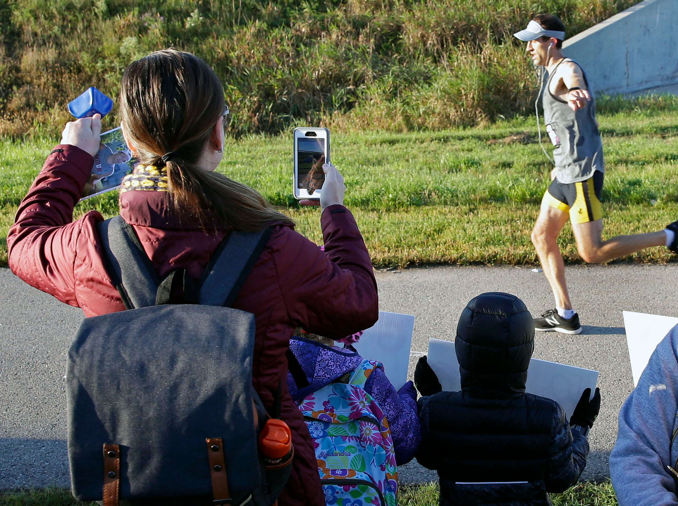 Justyna Resch cheers on her husband, Tyler, as the Community First Fox Cities Marathon takes place Sunday, September 23, 2018, across the Fox Cities.Ron Page/USA TODAY NETWORK-Wisconsin