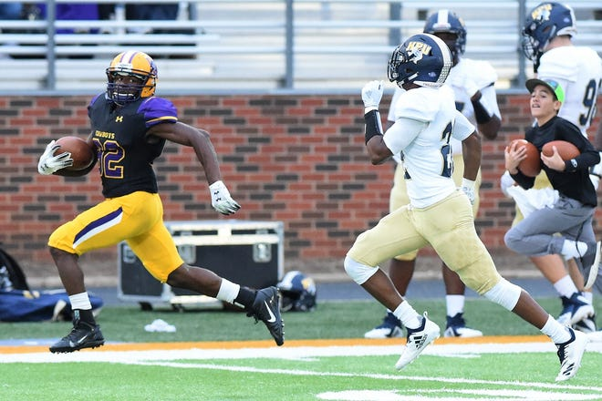 Hardin-Simmons receiver Kevi Evans (82) looks over his shoulder during along pass play against Howard Payne. Evans has turned into an offensive weapon for the Cowboys this season, scoring four touchdowns in the last two games.