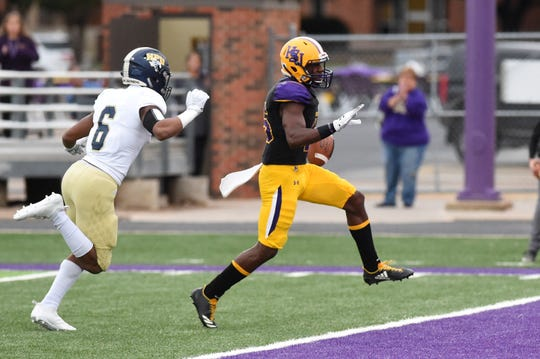 Hardin-Simmons running back Jaquan Hemphill (16) opens the scoring Saturday against Howard Payne at Shelton Stadium on Saturday. Hemphill scored four times in the first half of the 65-14 victory.