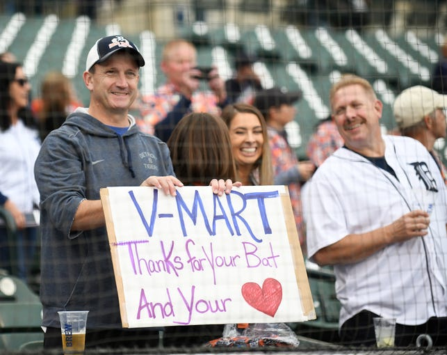 Tigers honor Victor Martinez before his final game