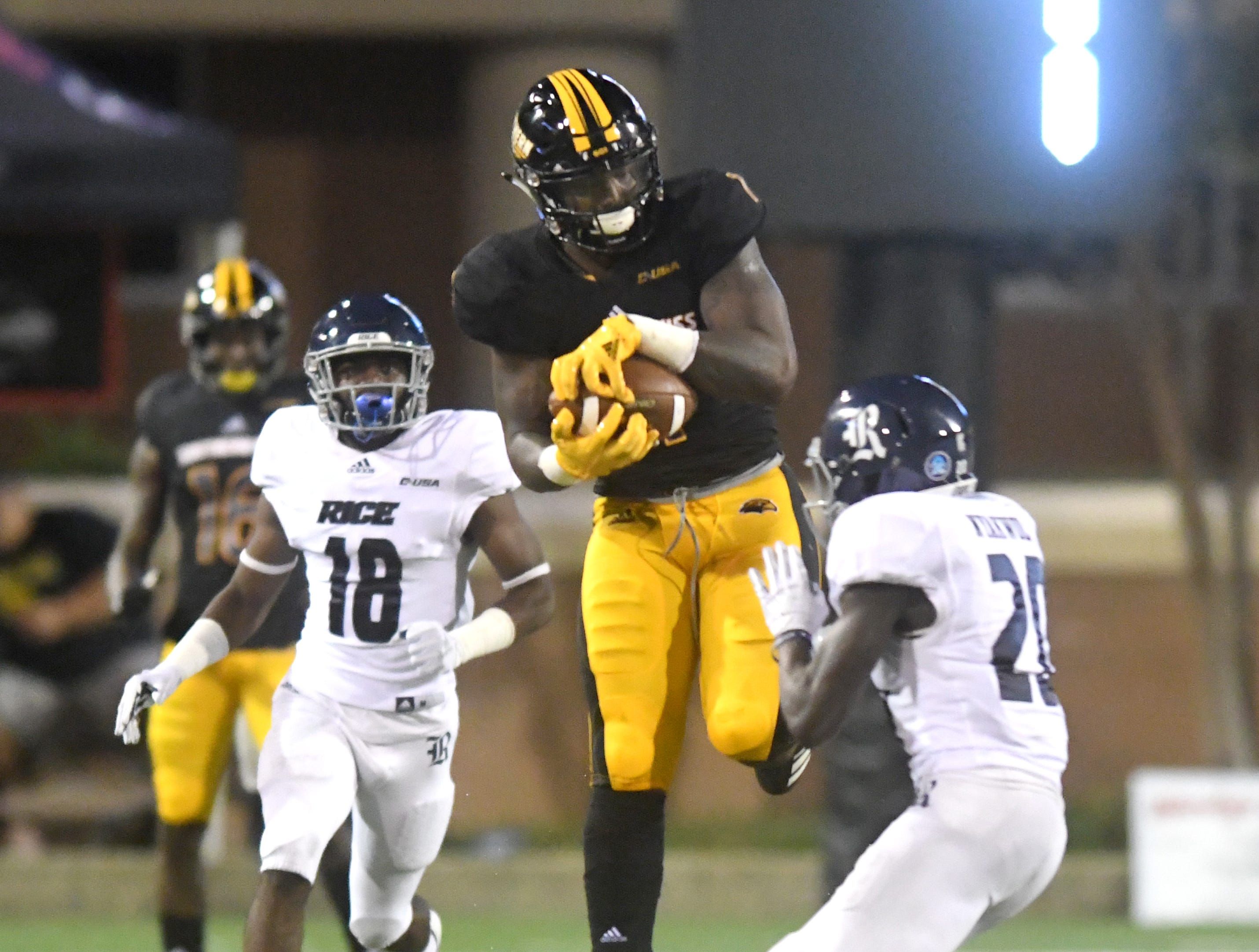 Southern Miss tight end Jay'Shawn Washington catches the ball for a first down in a game against Rice at M.M. Roberts Stadium on Saturday, September 22, 2018.
