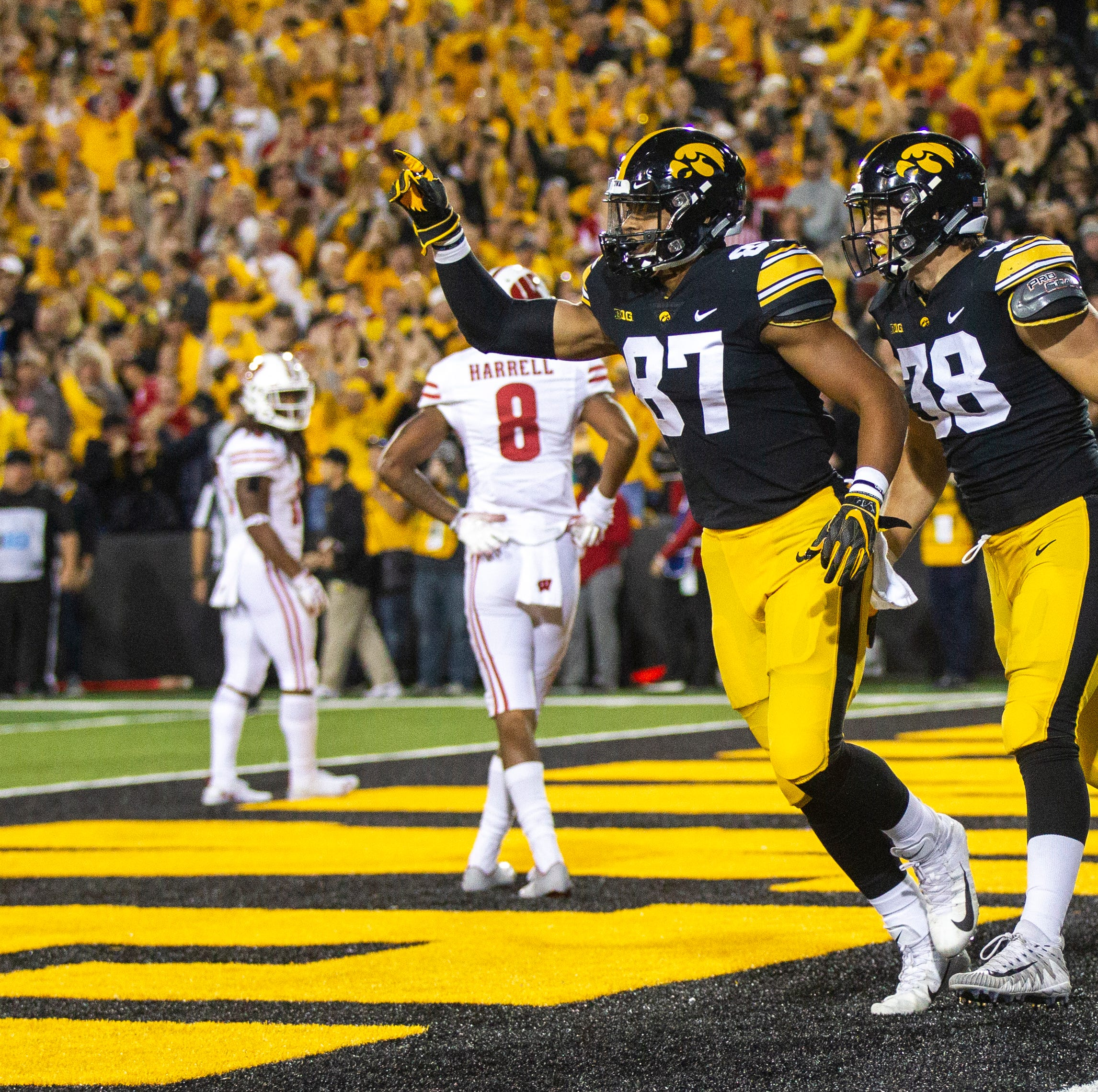 Leistikow: Noah Fant, T.J Hockenson reunite in Iowa City ahead of NFL Draft