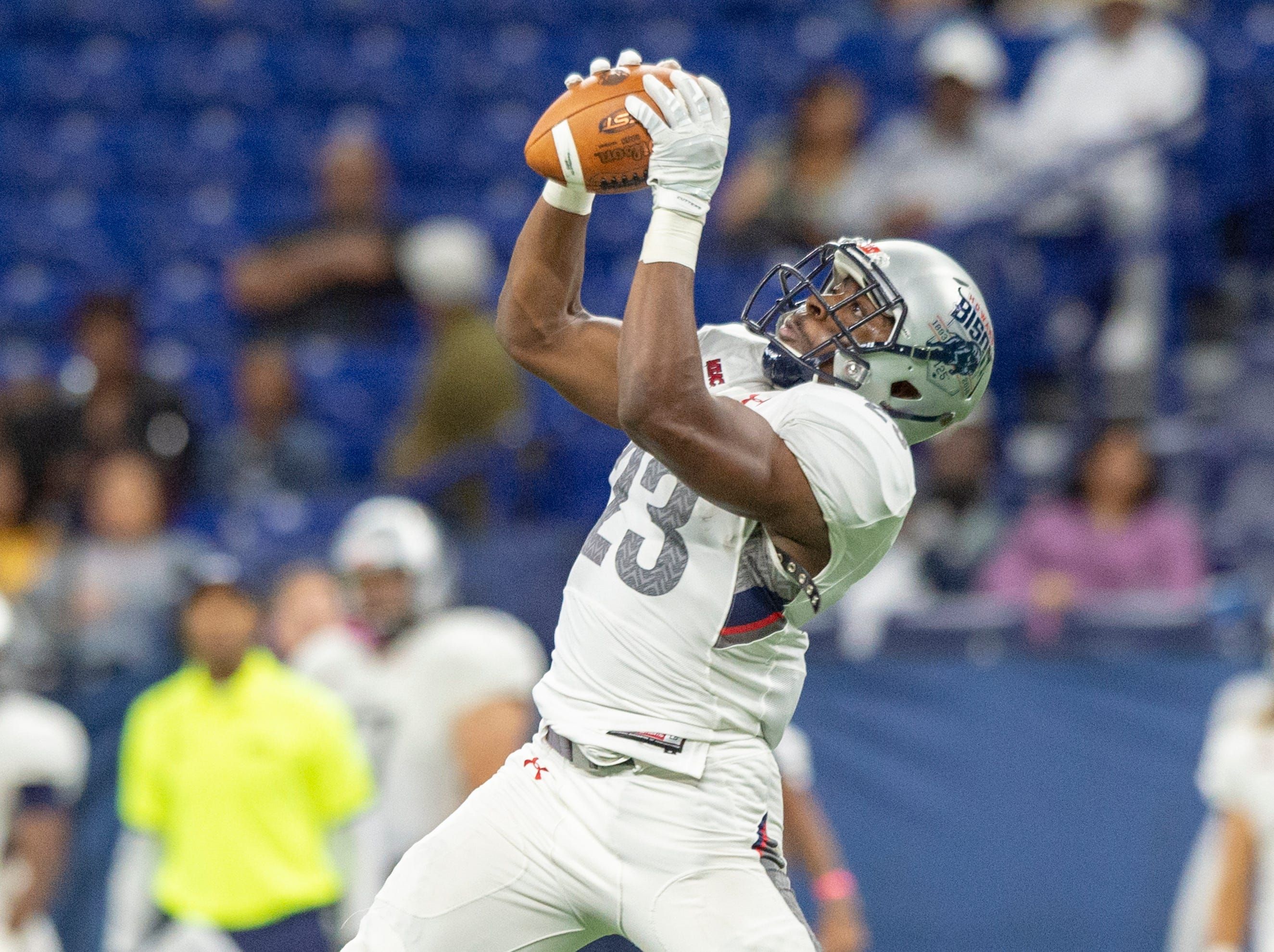 Howard Bison tight end Malik Hyatt (23) pulls in a catch during the first half of action. Howard Bison took on Bethune Cookman Wildcats in the Circle City Classic game, Saturday, Sept. 22, 2018, at Lucas Oil Stadium.