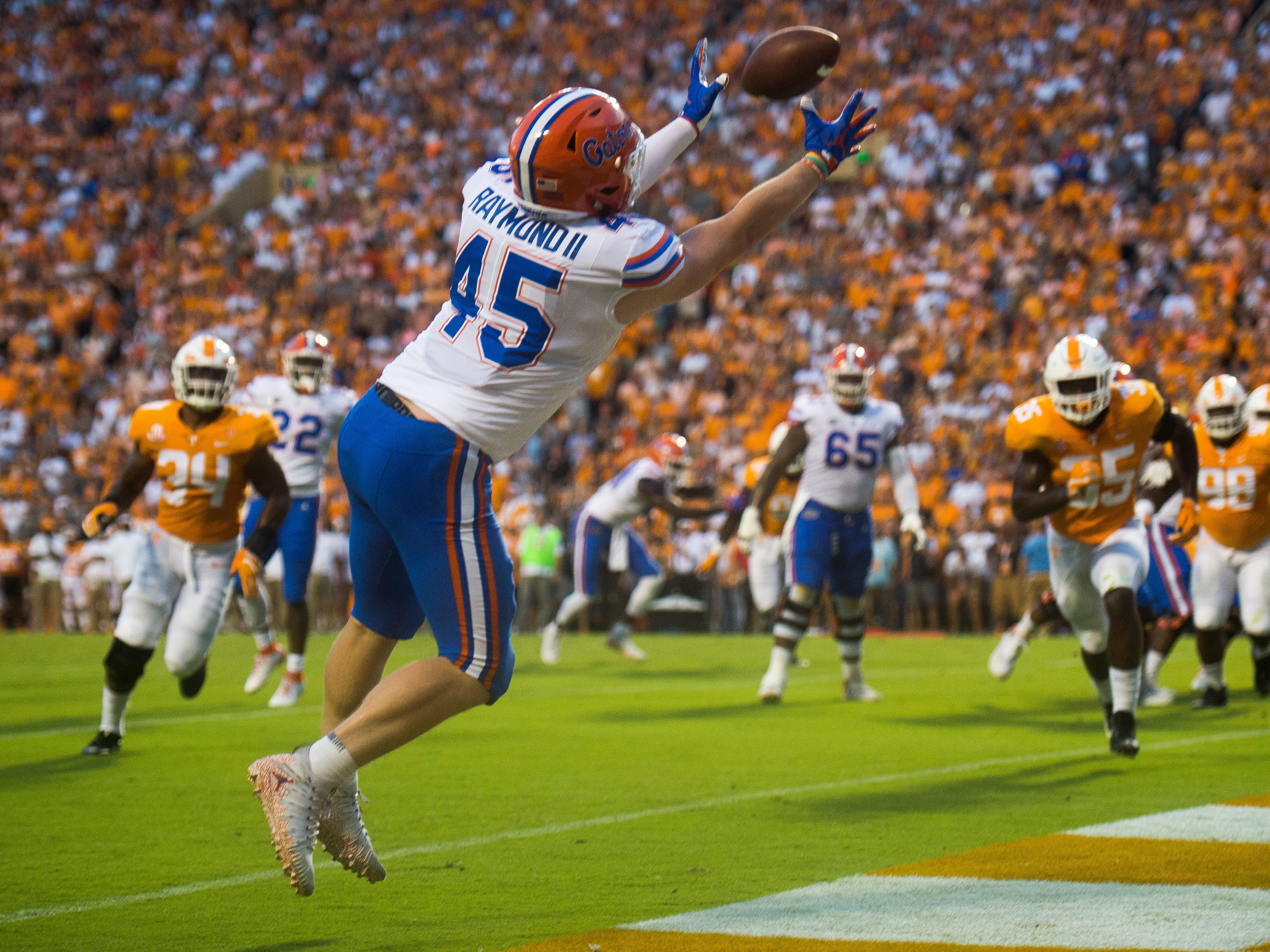 Florida's R.J. Raymond (45) makes a catch for a touchdown during the Tennessee Volunteers' game against Florida in Neyland Stadium on Saturday, Sept. 22, 2018.