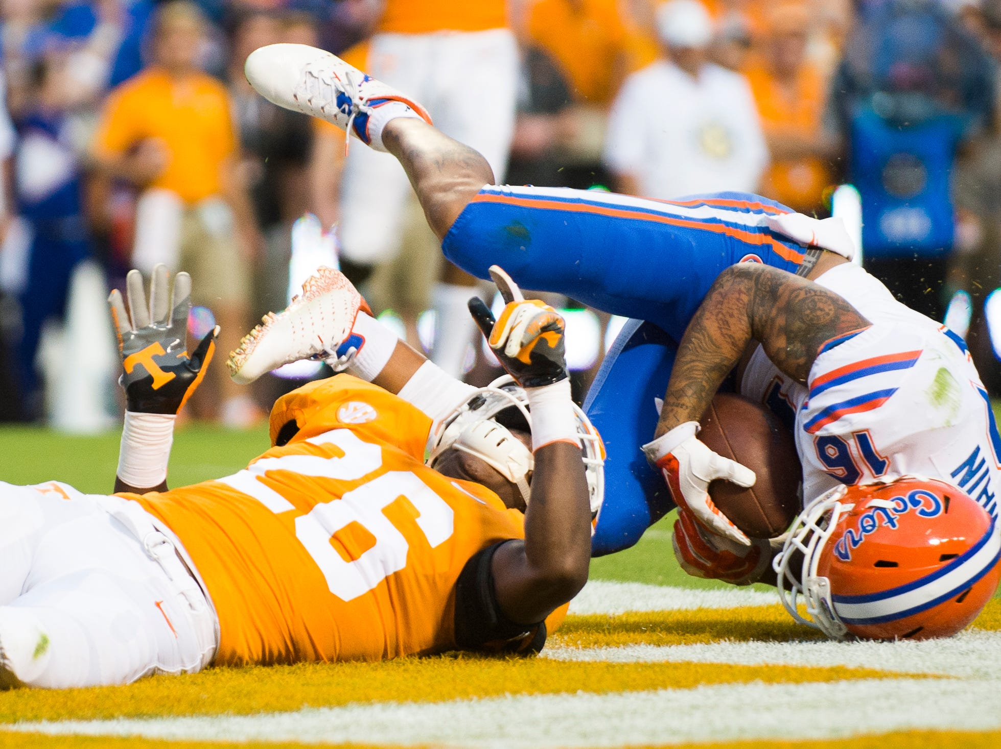 Florida wide receiver Freddie Swain (16) falls into the end zone for a touchdown attempt as ennessee defensive back Theo Jackson (26) defends during a game between Tennessee and Florida at Neyland Stadium in Knoxville, Tennessee on Saturday, September 22, 2018.
