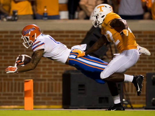 Tennessee defensive back Micah Abernathy (22) tries to catch up to Florida wide receiver Freddie Swain (16) as he dives into the end zone for a touchdown during the Tennessee Volunteers' game against Florida in Neyland Stadium on Saturday, Sept. 22, 2018.
